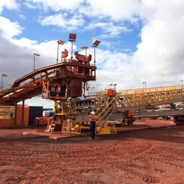 Hydraulic power unit and cylinders for the iron ore radial stacker